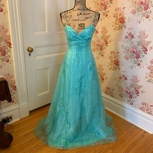 Beautiful Formal Blue Prom or Pageant Dress! 👗